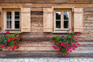 Bayerwald_Fenster_Drehkipptuer_einfluegelig_Fensterlaeden_Sprossen_Holz_Holzfenster_gemuetlich_rustikal